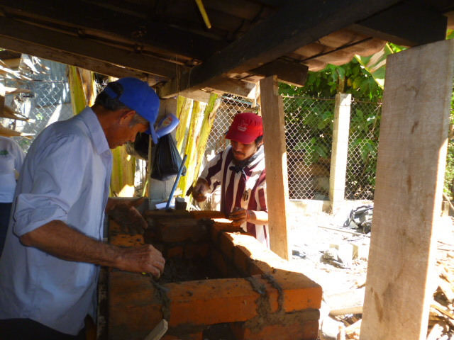 building clean cookstoves El Salvador