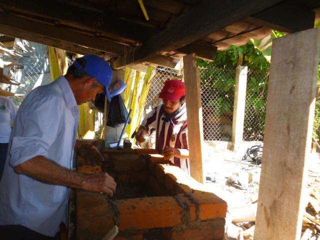 building clean cookstoves El Salvador