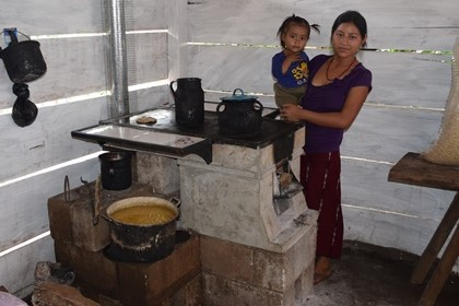 Doña Dora stove in action