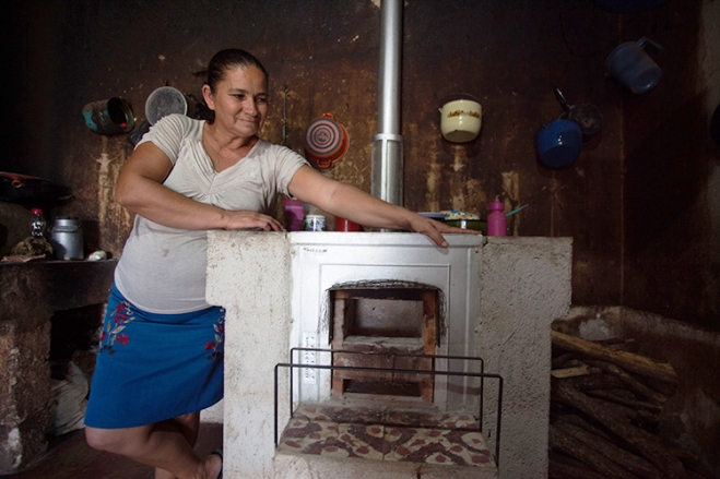 Vera Alica with her new clean cookstove